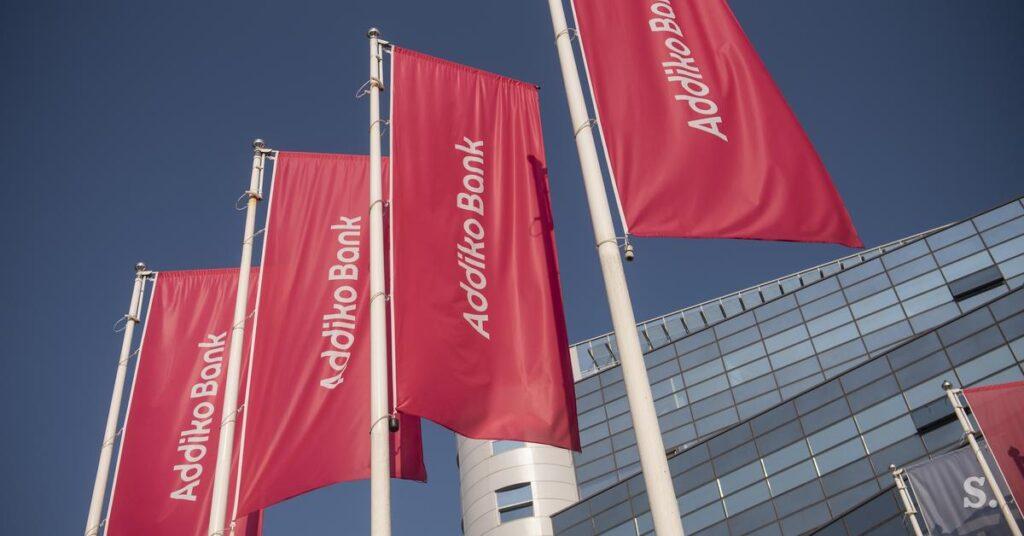 banner flags fahnen vor der Addiko Bank